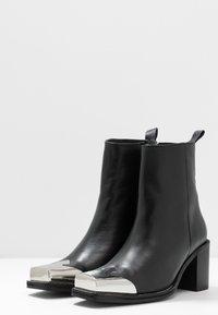 Topshop - MARSHAL WESTERN BOOT - Kovbojské/motorkářské boty - black - 4