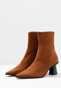 Topshop - MAILE POINT BOOT - Classic ankle boots - tan - 4