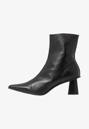 MAILE POINT BOOT - Bottines - black