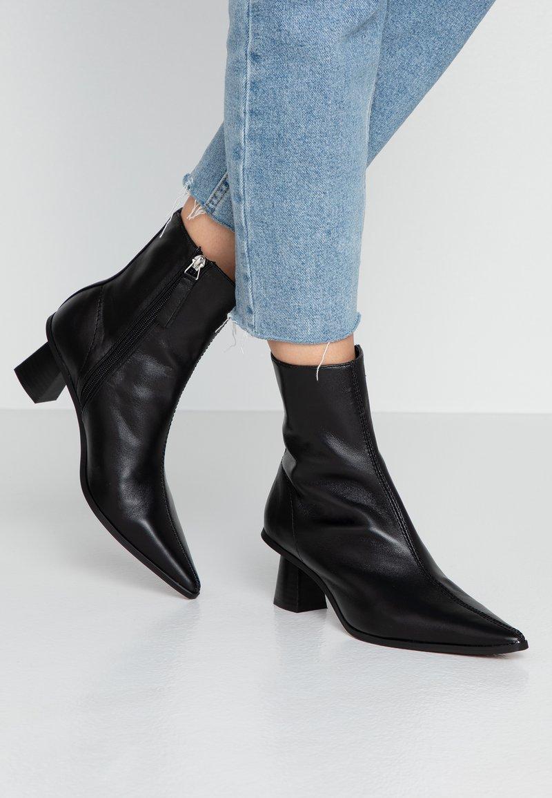 Topshop - MAILE POINT BOOT - Korte laarzen - black