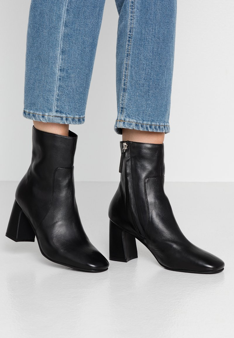 Topshop - MABEL BLOCK BOOT - Classic ankle boots - black