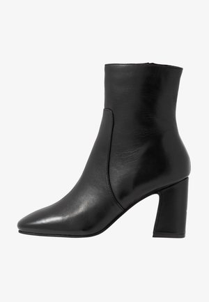 MABEL BLOCK BOOT - Botki - black