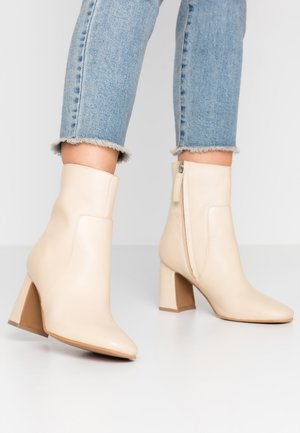MABEL BLOCK BOOT - Classic ankle boots - buttermilk