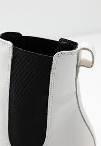 Topshop - HARBOUR CHELSEA - High heeled ankle boots - white