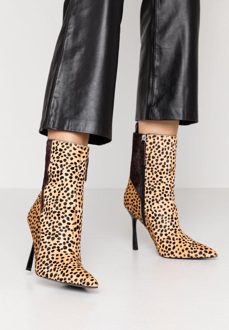Topshop - HOLLY POINT BOOT - Kotníková obuv na vysokém podpatku - multicolor