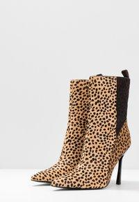 Topshop - HOLLY POINT BOOT - Kotníková obuv na vysokém podpatku - multicolor - 4