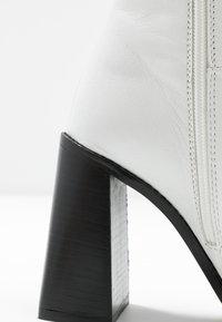 Topshop - MILLENIAL BOOT - Enkellaarsjes met hoge hak - white - 2