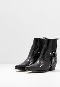 Topshop - MEXICO WESTERN BOOT - Cowboy/biker ankle boot - black - 4