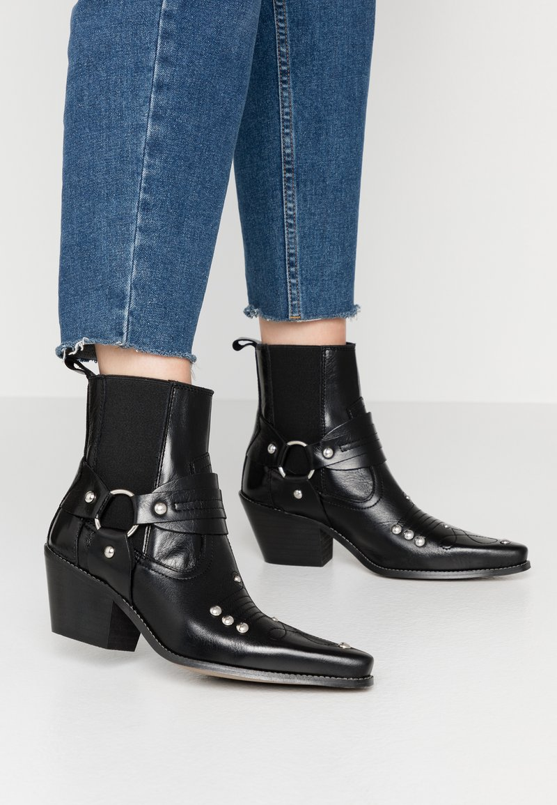 Topshop - MEXICO WESTERN BOOT - Cowboy/biker ankle boot - black