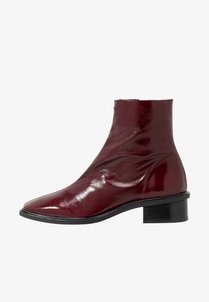 ARROW  BOOT - Classic ankle boots - burgundy