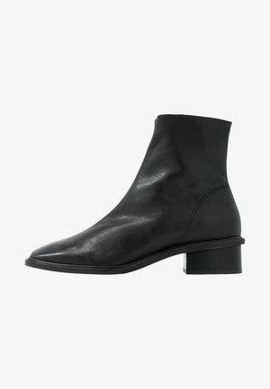 ARROW  BOOT - Stivaletti - black