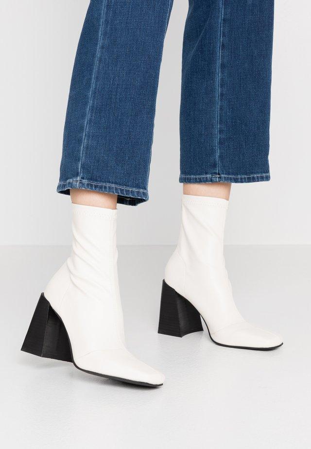 HAMMOND SOCK BOOT - High Heel Stiefelette - buttermilk