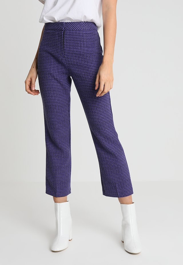 KICK - Pantaloni - purple