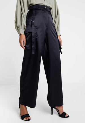 MOLLY WIDE LEG - Tygbyxor - black