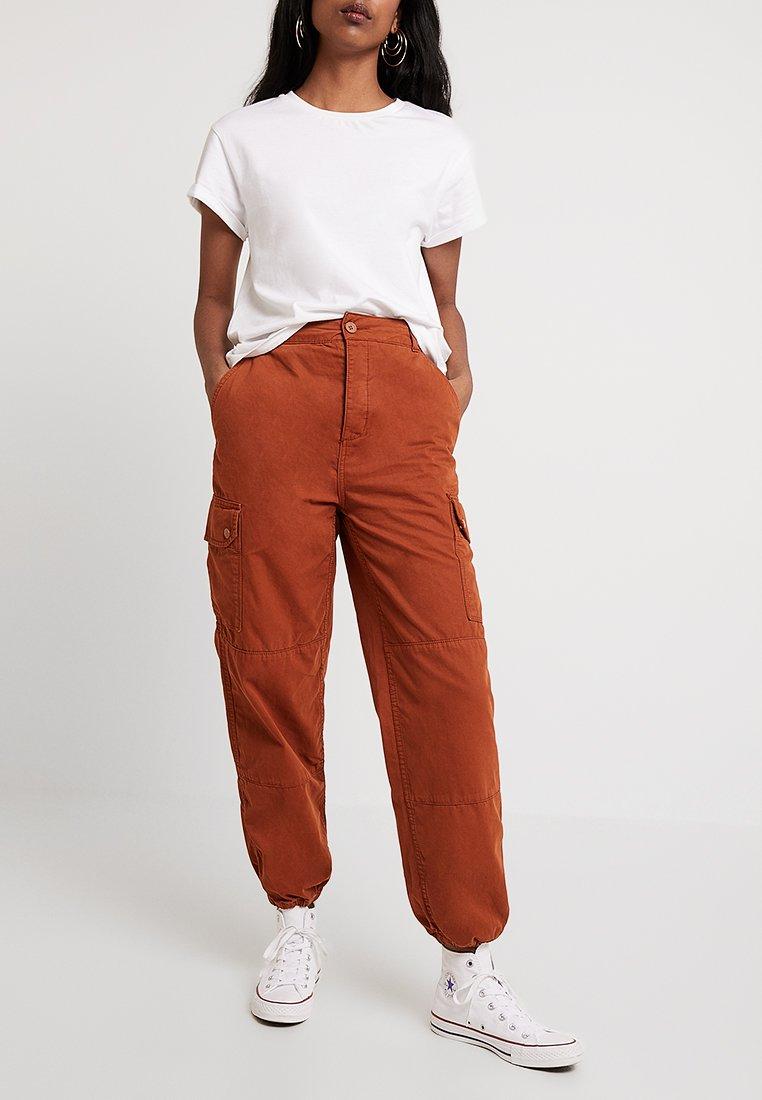 Topshop - TOMMY UTILITY - Pantalon classique - amber