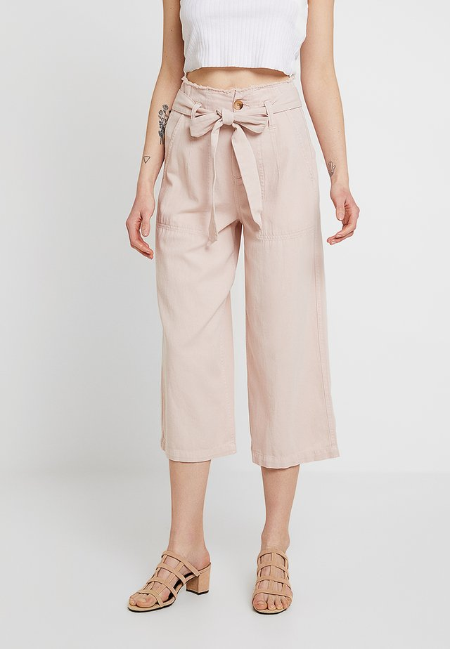 RAW HEM WIDE LEG - Pantalones - blush