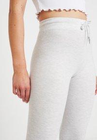 Topshop - JEGGER - Teplákové kalhoty - ecru - 4