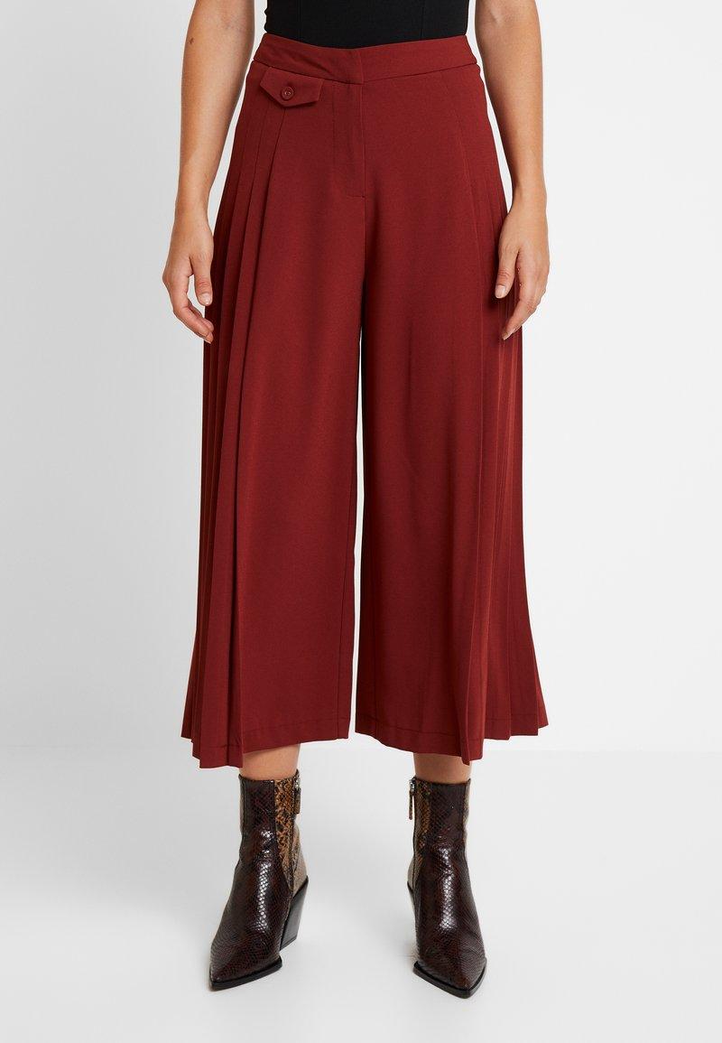 Topshop - PLEAT CROP WIDE - Pantalones - cinnamon