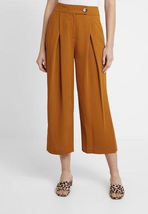 GEETA - Spodnie materiałowe - tan