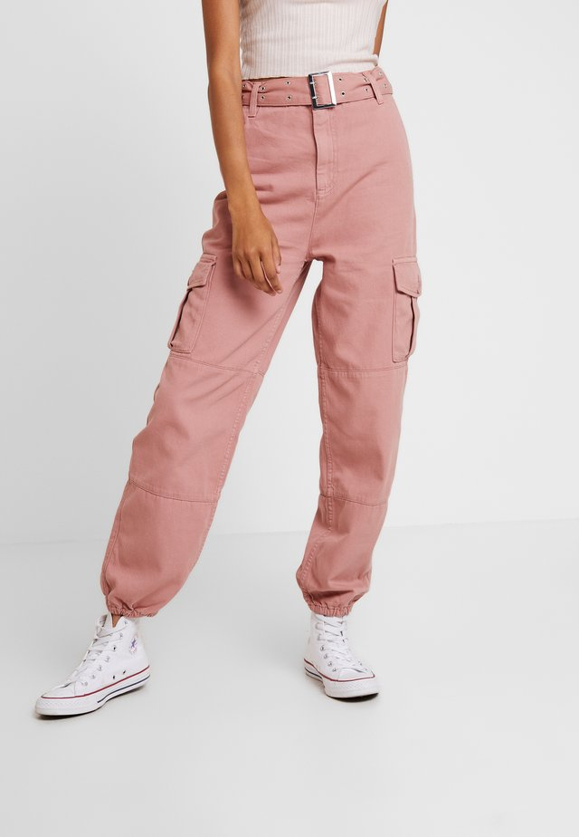 EYELET UTILITY - Trousers - pink