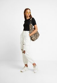 Topshop - REMI UTILITY - Jeans baggy - off white - 2