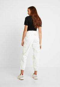 Topshop - REMI UTILITY - Jeans baggy - off white - 3