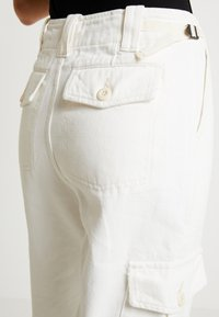 Topshop - REMI UTILITY - Jeans baggy - off white - 7