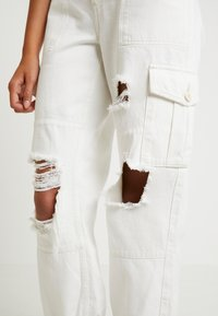 Topshop - REMI UTILITY - Jeans baggy - off white - 4
