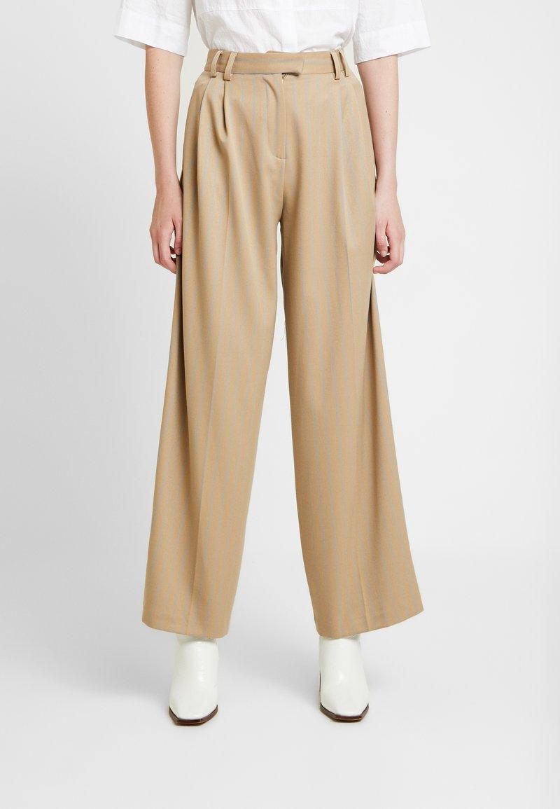 Topshop - STRIPE WIDE LEG TROUSERS - Kalhoty - camel