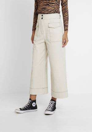 UTILITY CROP WIDE - Trousers - putty
