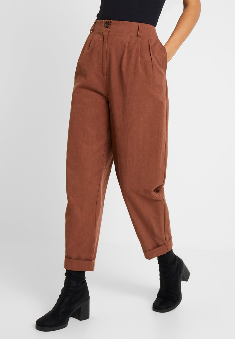 Topshop - MARTHA PLEAT TROUSERS - Stoffhose - taupe
