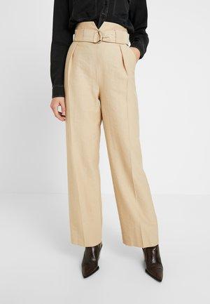 SLOUCH PEG - Pantaloni - sand