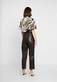 Topshop - PLEAT TROUSER - Lederhose - dark brown - 2