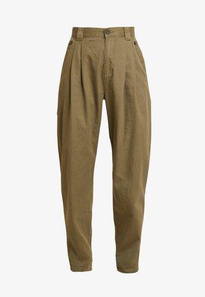 CAITLIN MENSY - Trousers - khaki