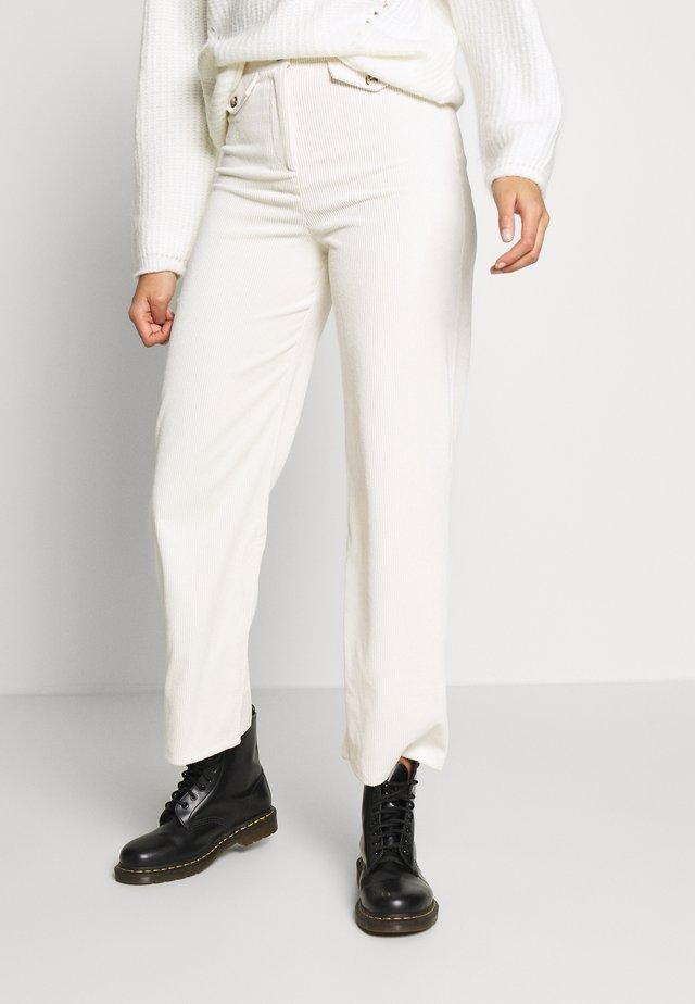 SLOUCH TROUSER - Pantaloni - off-white