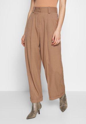 ELASTIC BACK - Kalhoty - camel