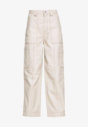 TORI LEATHER UTILITY - Pantalones - cream