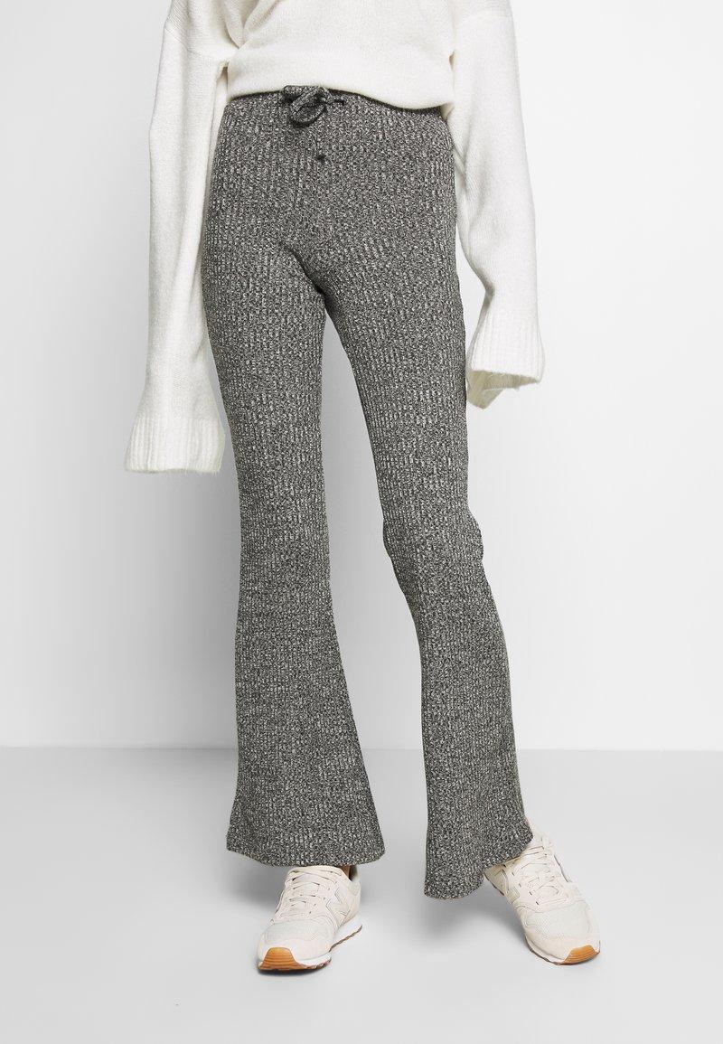 Topshop - TIE RIB MARL FLARE - Kalhoty - charcoal
