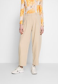Topshop - ELASTIC BACK PEGGY SLOUCH - Trousers - stone - 0