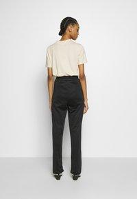 Topshop - SLIM STRAIGHT JOGGER - Pantalones deportivos - black - 2