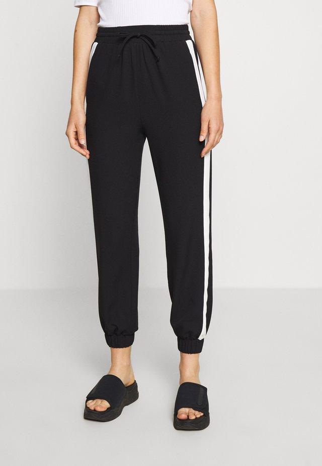 SIDE STRIME JOGGER - Teplákové kalhoty - monochrome