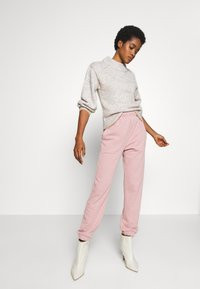 Topshop - BRONTE SLIM JOGGER - Pantalon de survêtement - pink - 1