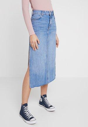 SPLIT SIDE MIDI SKIRT - Denim skirt - blue