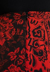 Topshop - PAISLEY MIXED PRINT MIDI - Maxinederdele - red - 4