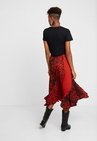 Topshop - PAISLEY MIXED PRINT MIDI - Maxinederdele - red - 2