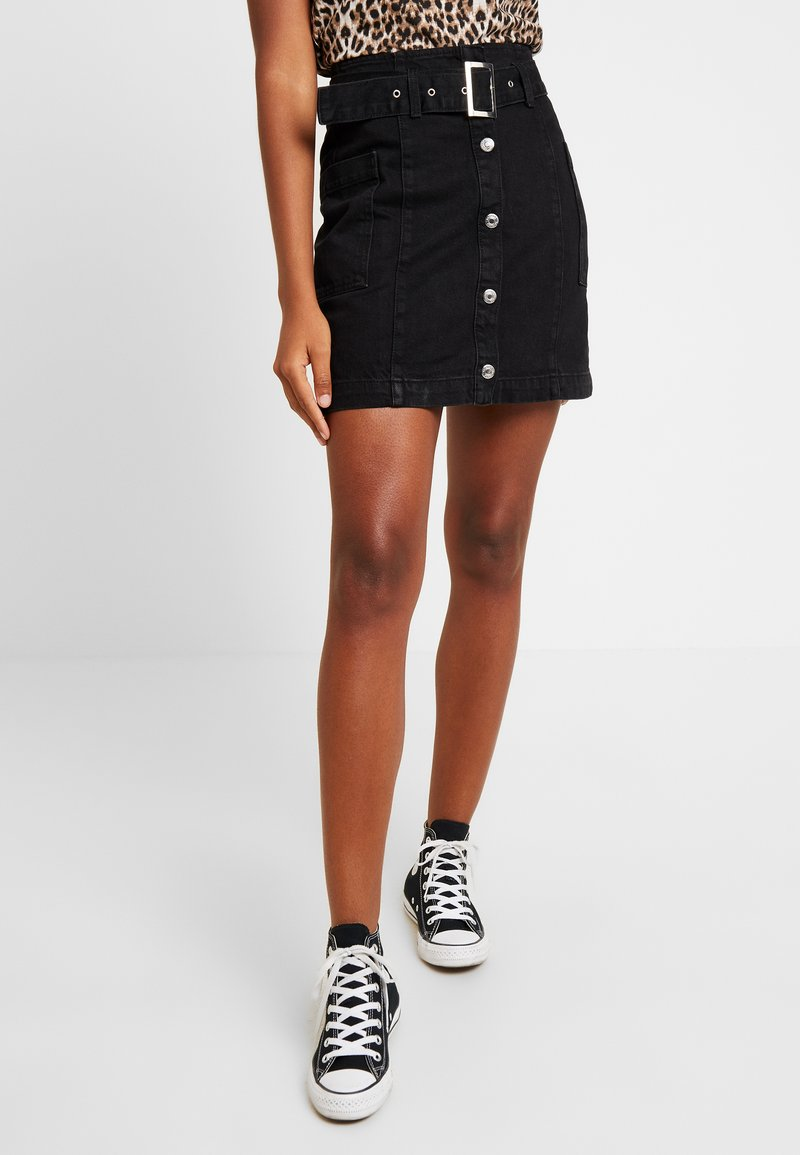 Topshop - UTILITY BELTED BUTTON THROUGH - A-linjainen hame - black