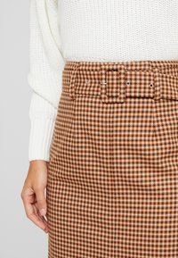 Topshop - CHECK BELTED MIDI - Kynähame - brown - 5