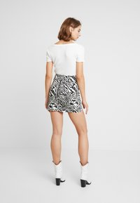 Topshop - MONO ANIMAL SELF BELT - Denim skirt - mono - 2