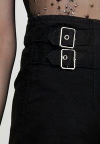 Topshop - BUCKLE ALINE SKIRT - Spódnica trapezowa - black - 4