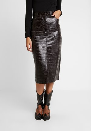 CROC MIDI - Pencil skirt - burgundy